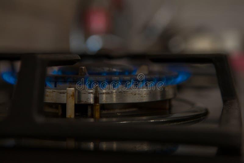 Ogień na benzynowej kuchenki palniku Palnik benzynowa kuchenka, pojęcie energia zbliżenie, selekcyjna ostrość obraz stock