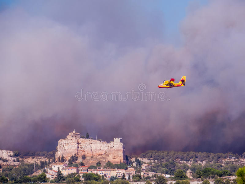Ogień w Vitrolles, Sierpień 10, 2016 obrazy royalty free
