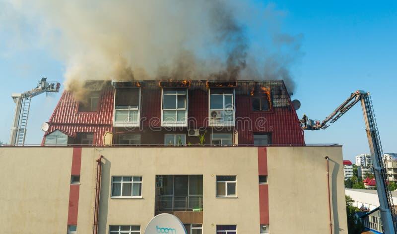 Download Ogień w attyku fotografia editorial. Obraz złożonej z siedziba - 57669392