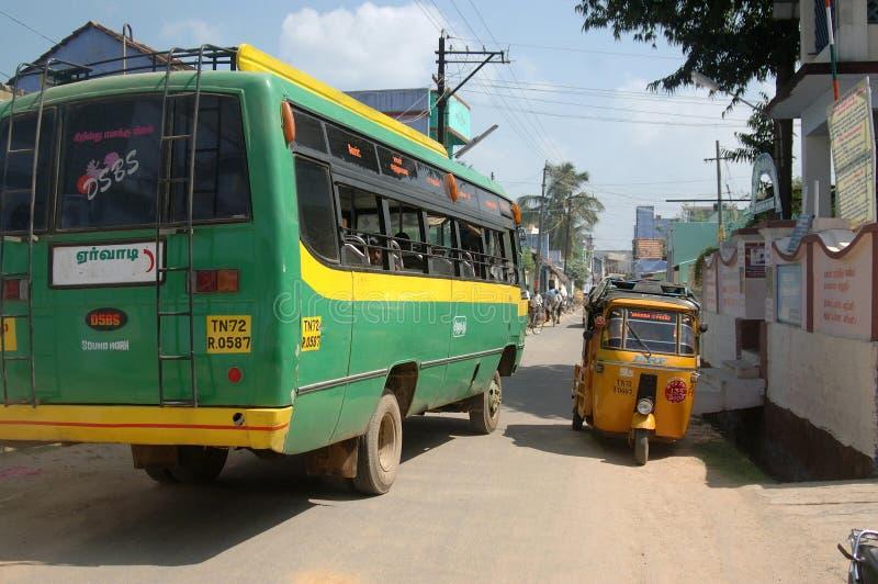 Ogląda out dla autobusów obraz stock