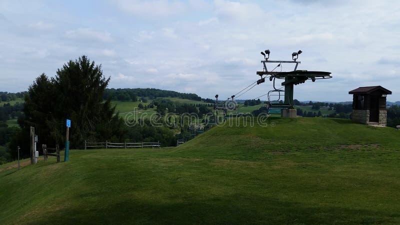 Oglebay semesterort Ski Lift i sommar royaltyfri bild