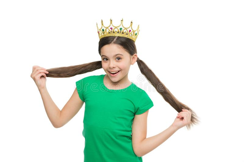 Ogni donna è principessa Il bambino indossa il simbolo dorato della corona di principessa Il sogno della ragazza sta bene a princ immagini stock libere da diritti