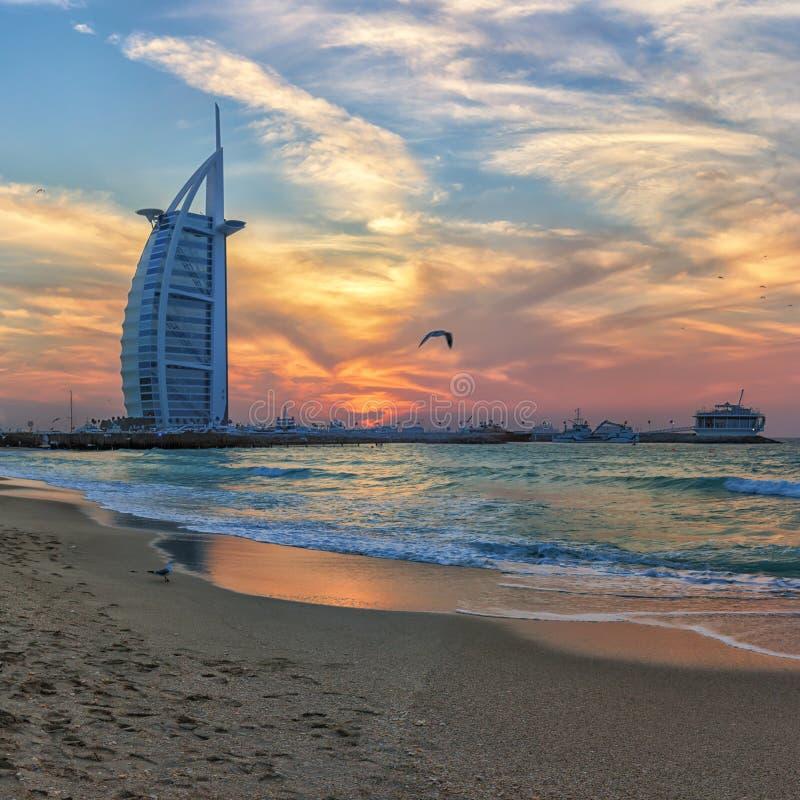 Ognisty zmierzch w Dubaj zdjęcia royalty free
