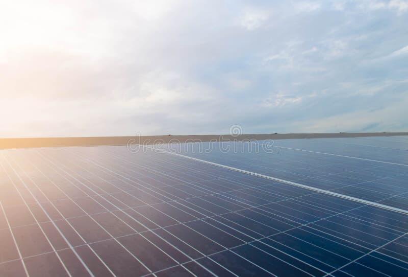 Ogniwo słoneczne system oprócz dla energii i światu fotografia stock