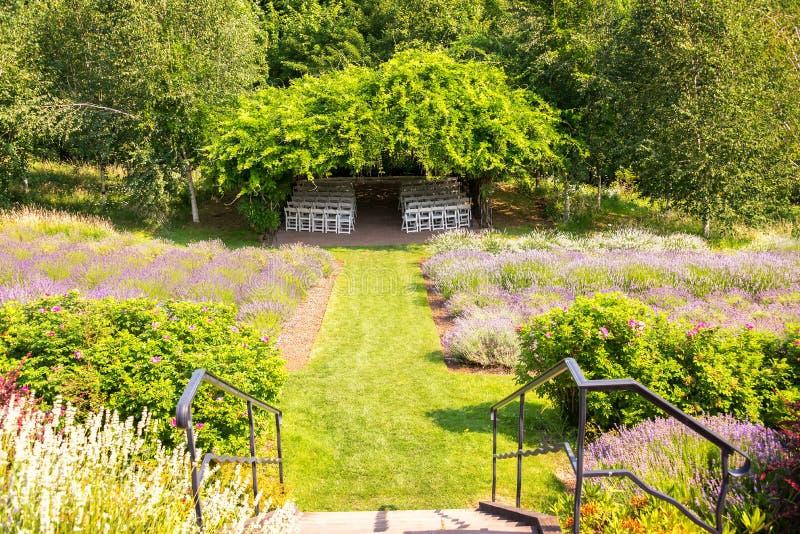Ogród i Zakrywający krzesła obraz stock