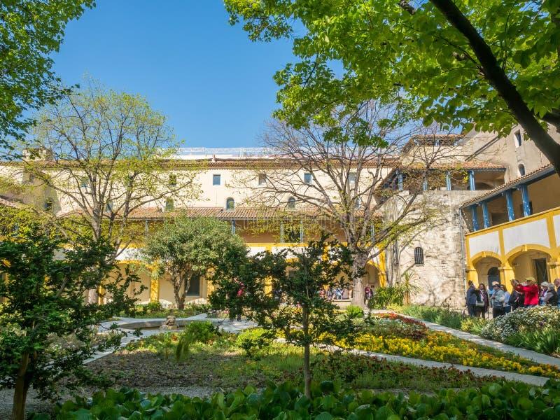 Ogród szpital w Arles, Francja zdjęcia stock