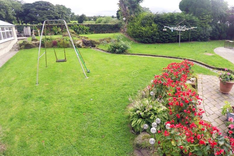 Ogród z huśtawką w Irlandia fotografia royalty free