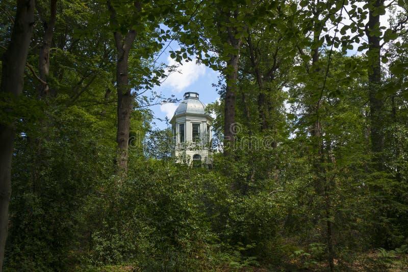 Ogródu dom z kopułą w parku Backershagen nieruchomość obrazy royalty free