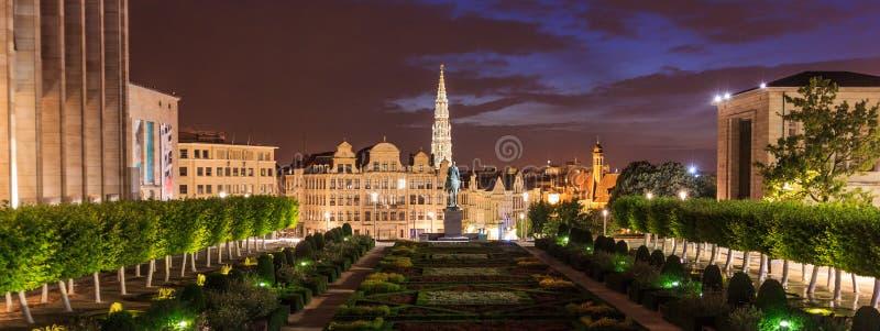 Ogrodowa nocy scena Mont des sztuki & x28; Góra Arts& x29; lub Kunstberg muzeum ćwiartka, Bruksela, Belgia obraz royalty free