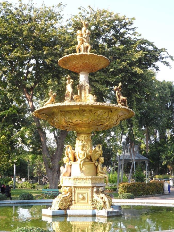 Ogrodowe parkowe fotografie w Bangkok, Tajlandia Tam są wiele ciekawi miejscami Tajlandzkimi i cudzoziemskimi turystami Przychodz zdjęcia royalty free