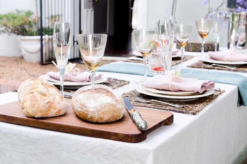 Ogrodowego przyjęcia stołu położenie zdjęcia royalty free