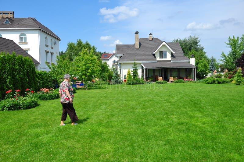 ogrodowy dom zdjęcia royalty free