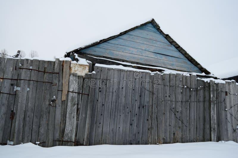Ogrodowy dom w zimie obraz royalty free
