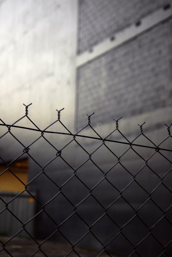 ogrodzenie łańcuszkowy połączenia miejskie zdjęcia stock