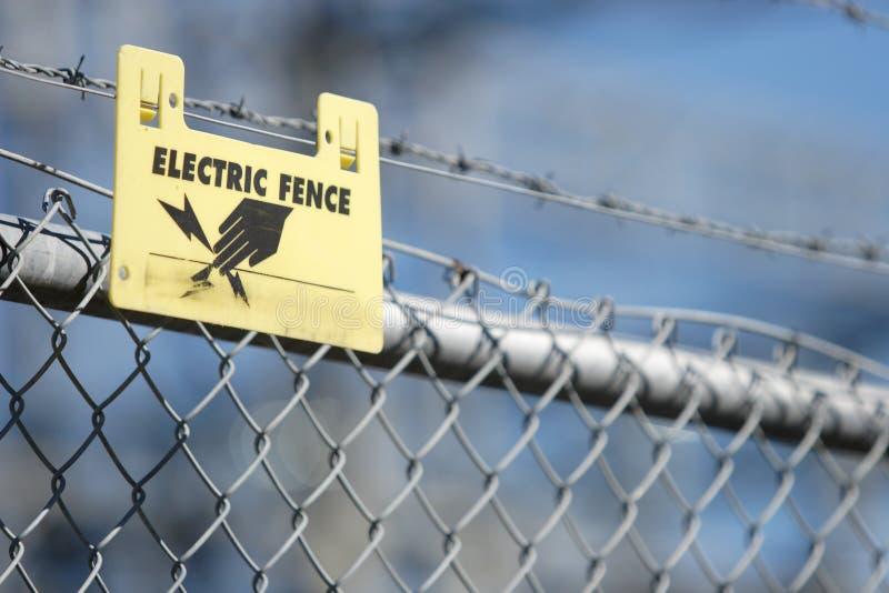 ogrodzenie elektryczne znak zdjęcie stock