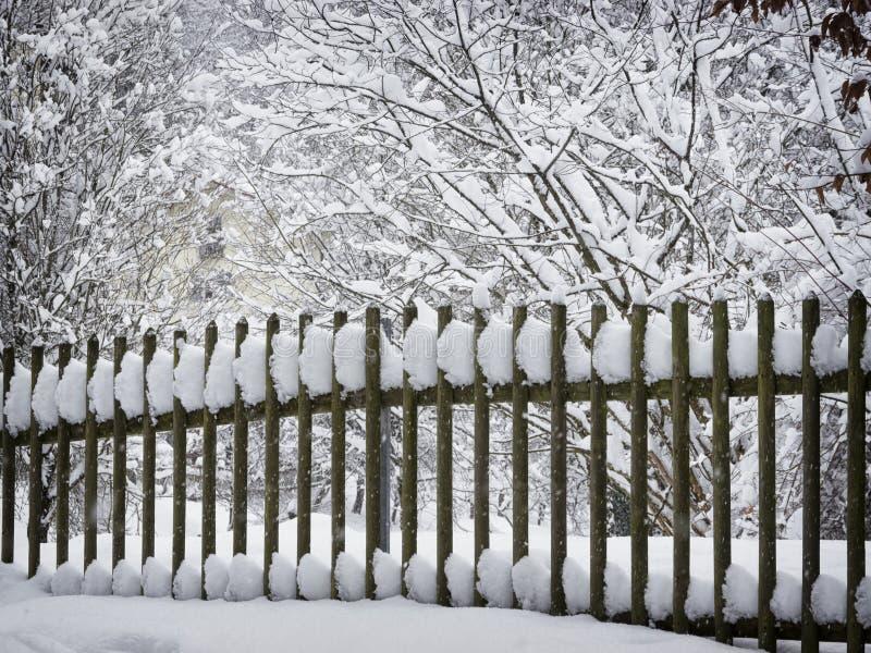 Ogrodzenie i śnieg obraz stock