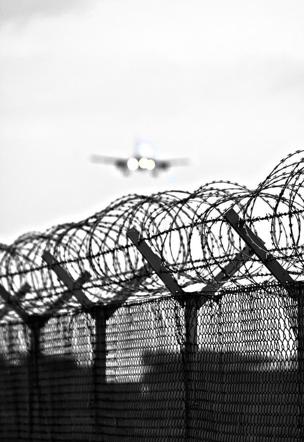 ogrodzenie lotniskowy drut obrazy stock