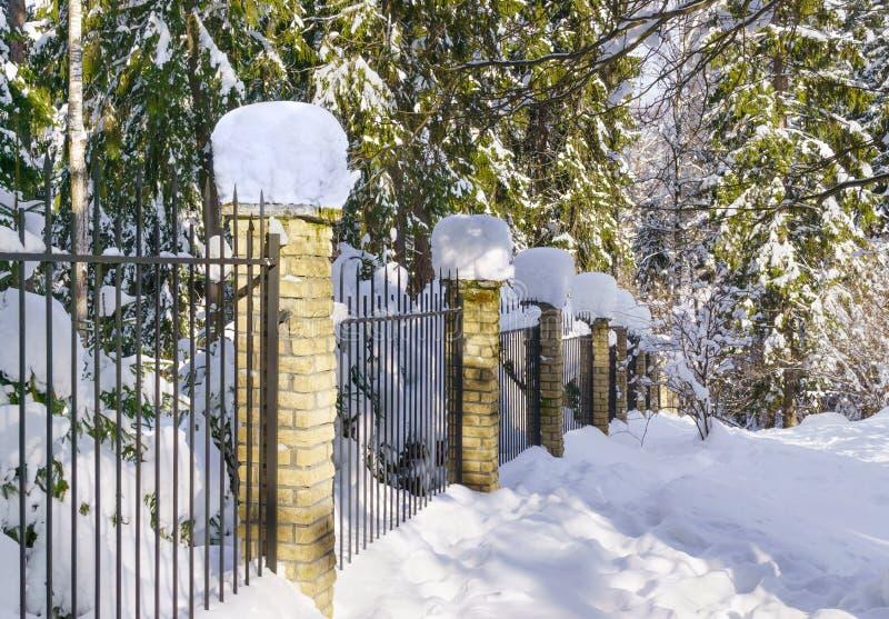 Ogrodzenie w zimie fotografia stock