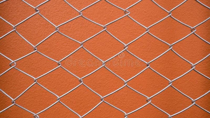 Ogrodzenie z pomarańczową betonową ścianą obraz stock