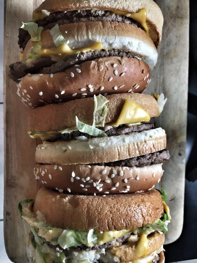 Ogromnego rozmiaru wołowiny hamburger obraz royalty free