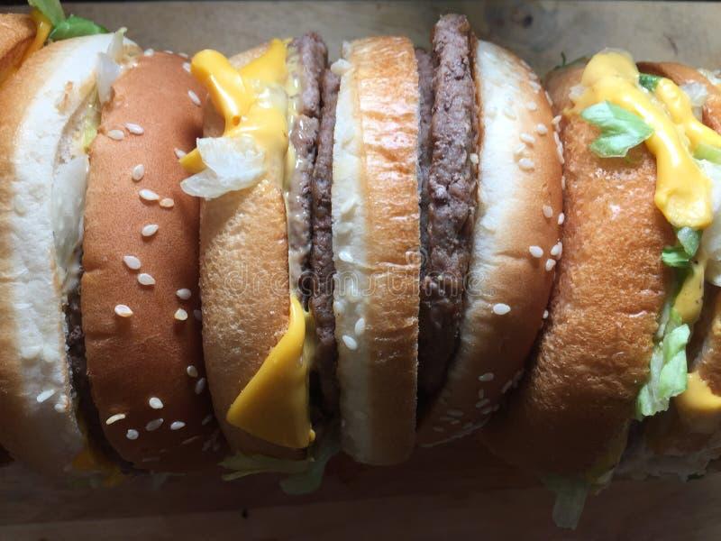 Ogromnego rozmiaru wołowiny hamburger obrazy royalty free