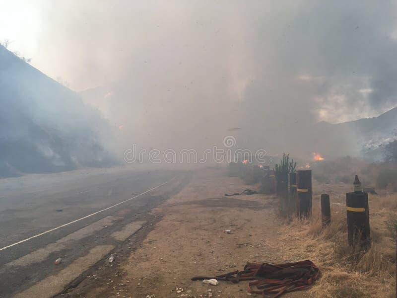 Ogromni pióropusze Dymny nakrycie droga zdjęcie stock