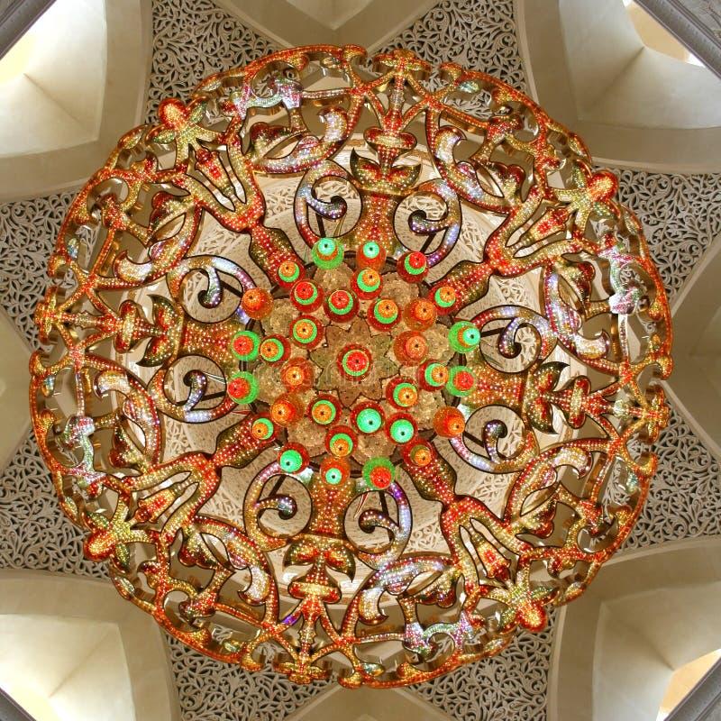 Ogromny świecznik w Sheikh Zayed meczecie w Abu Dhabi zdjęcia stock