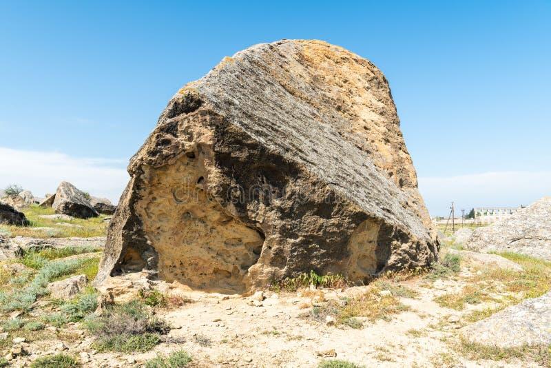 Ogromny głaz w Gobustan, Azerbejdżan zdjęcia royalty free