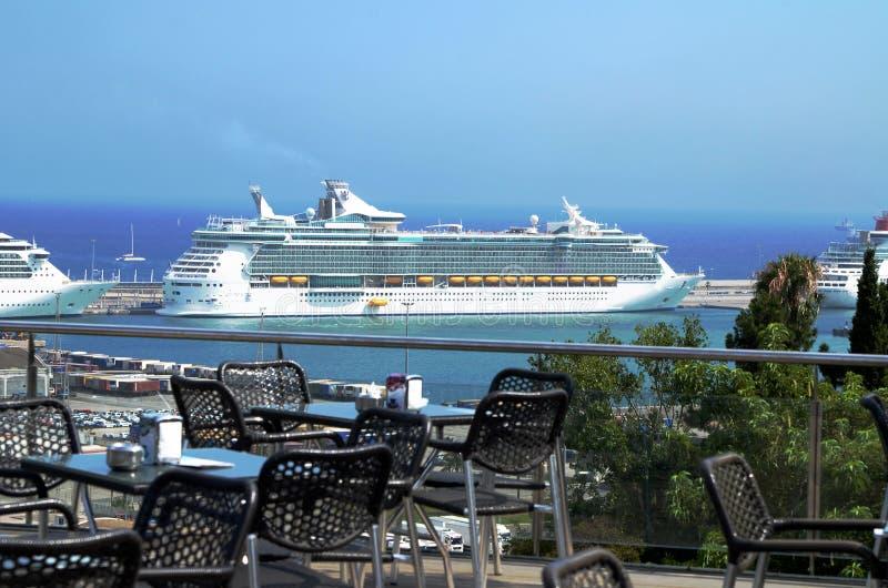 Ogromny luksusowy statek wycieczkowy zdjęcie royalty free