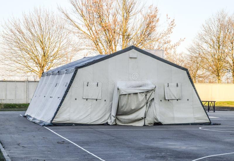 ogromny namiot dla wielkiej grupy ludzi Wojsko lokuje namiot Markiza baldachim obrazy stock