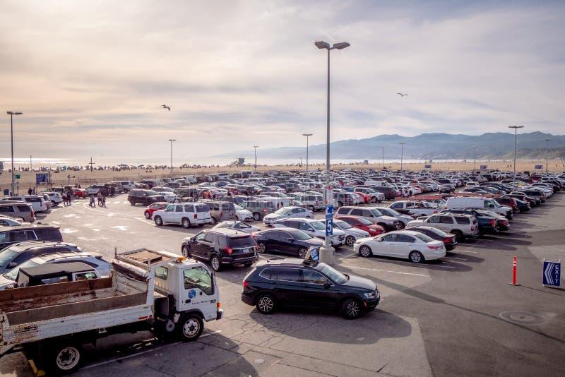 Ogromny parking przy Snata Monica plażą MARZEC 29, 2019 - LOS ANGELES, usa - obraz stock