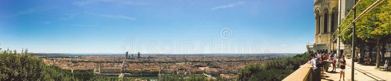 Ogromny szeroki panoramy lata widok miasto, Lion, Francja Z kolorowymi niebieskiego nieba i bielu chmurami zdjęcie royalty free