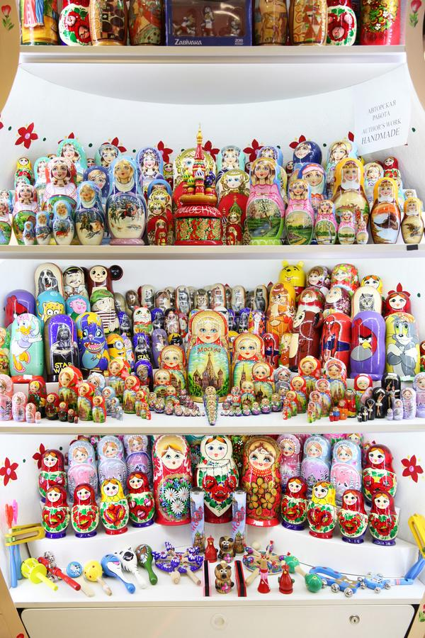 Ogromny wybór Rosyjskie pamiątki moscow 11 07 2018 obraz royalty free