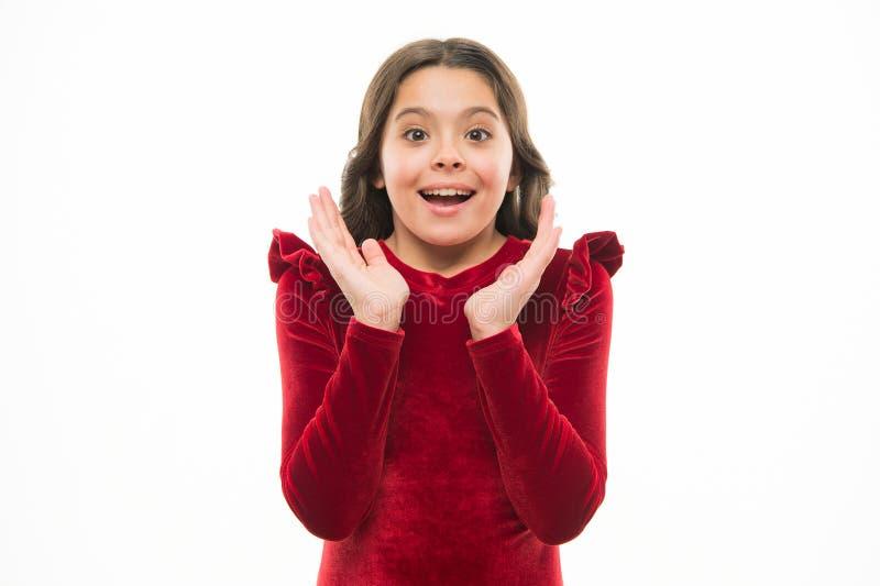 Oh, uau Criança pequena feliz Menina da forma Criança adorável da menina na roupa elegante Criança com cabelo longo à moda imagens de stock royalty free