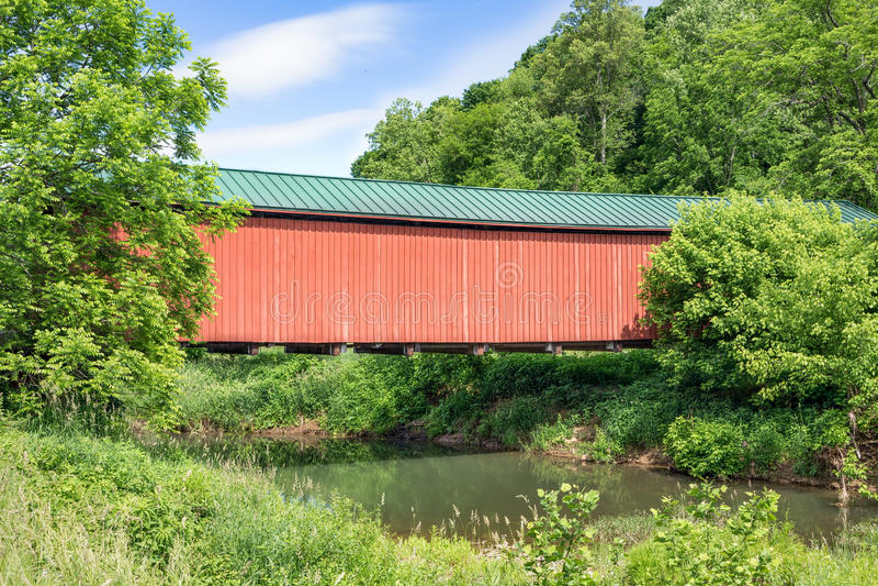 Ohio Foraker täckte bro royaltyfri foto