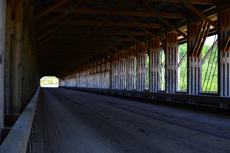 Ohio täckte bron arkivbild