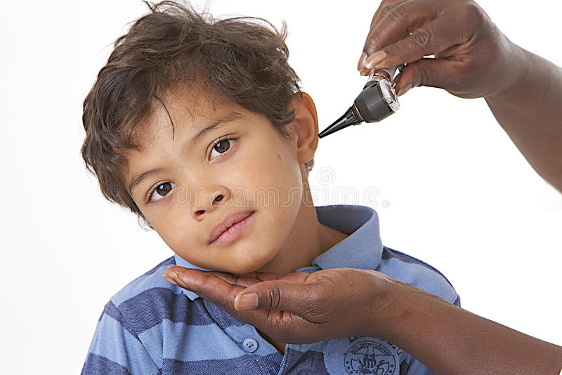 Ohr-Prüfung in den Kindern lizenzfreie stockfotografie