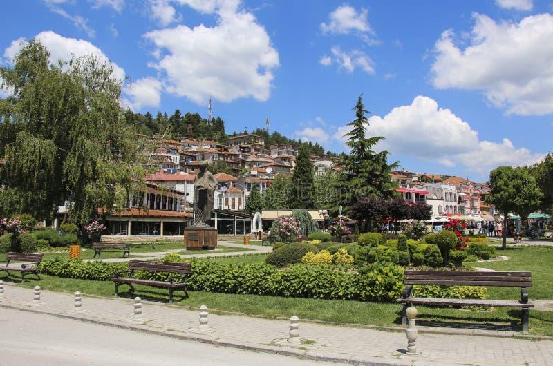 OHRID, MACEDÔNIA - 10 DE JUNHO DE 2019: Centro da cidade de Ohrid, ruas da cidade velha Ohrid, república de Macedônia norte fotografia de stock