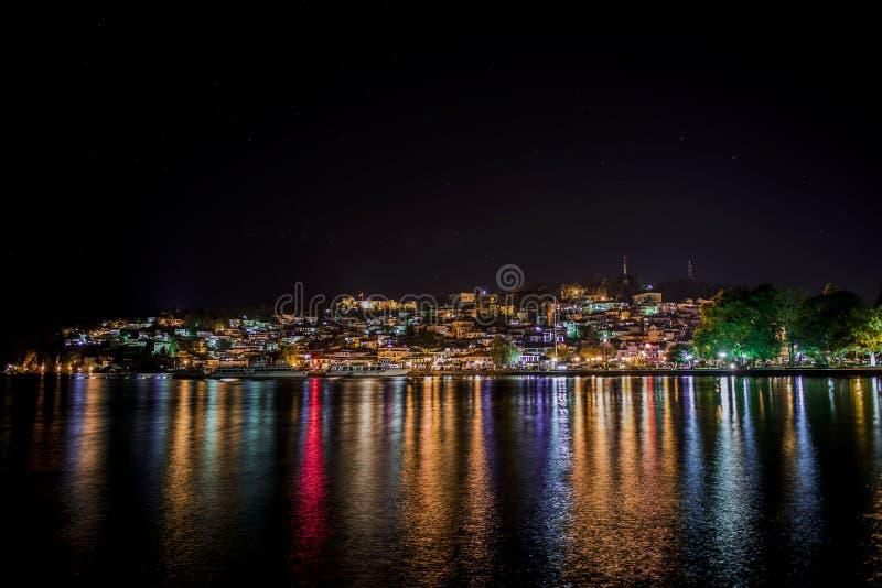 Ohrid por noche fotografía de archivo