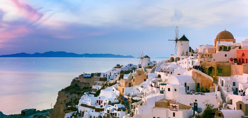 Oia全景日落的,圣托里尼,希腊 库存照片