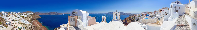 Oia村庄全景Santorini海岛的 免版税库存图片