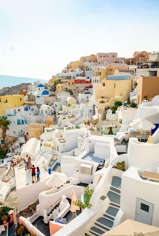 Oia,圣托里尼,希腊- 18 10 2018年:Oia村庄白色建筑学在圣托里尼海岛,希腊上的 免版税库存图片