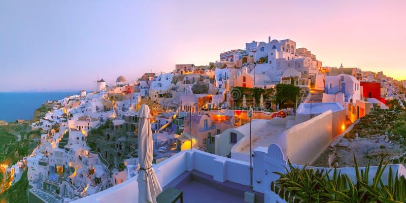 Oia bij zonsondergang, Santorini, Griekenland