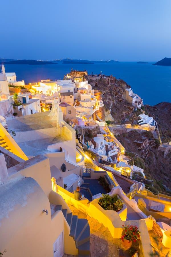 Oia dorp op Santorini in zonsondergang, Griekenland royalty-vrije stock afbeeldingen