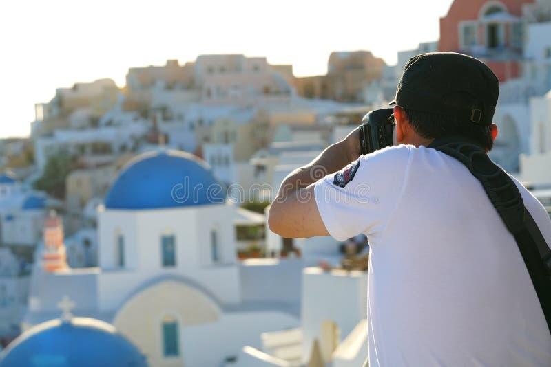 OIA GREKLAND, 19 September 2018 turist- tagandephotografies av landskapen av Santorini royaltyfri fotografi