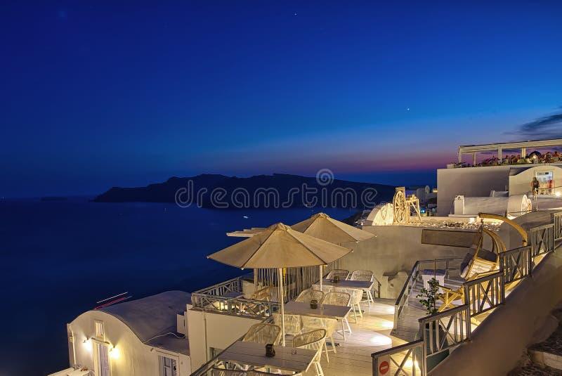 Oia nocą Santorini, Grecja - - Cyclades wyspa - fotografia stock