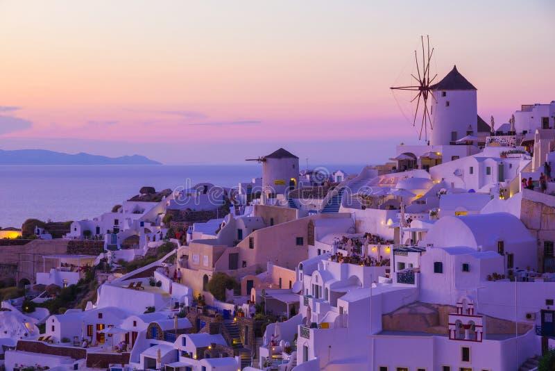 Oia zonsondergang, Santorini-eiland, Griekenland royalty-vrije stock afbeeldingen
