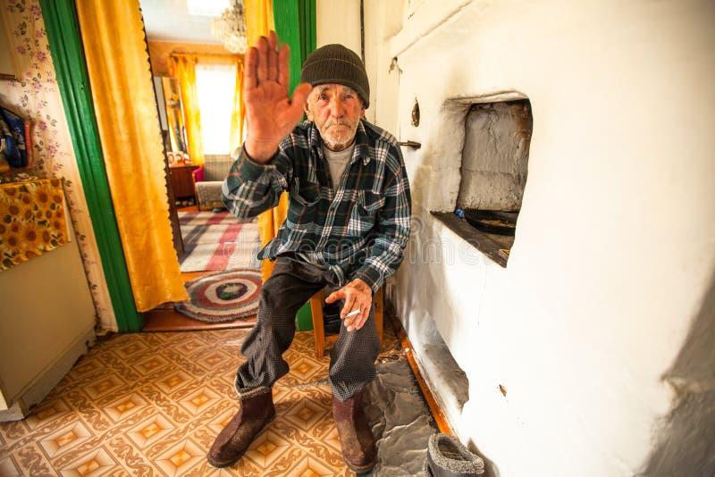Oidentifierad gamal man Veps - litet Finno-Ugric folk som bor på territoriet av den Leningrad regionen i Ryssland royaltyfri bild