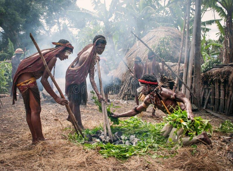 Oidentifierad man av en Papuanstam royaltyfri bild