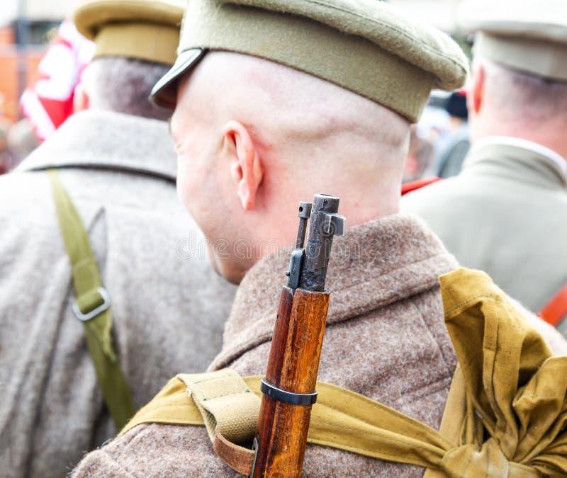 Oidentifierad medlem av den historiska reenactmentstriden i armélikformig royaltyfria bilder